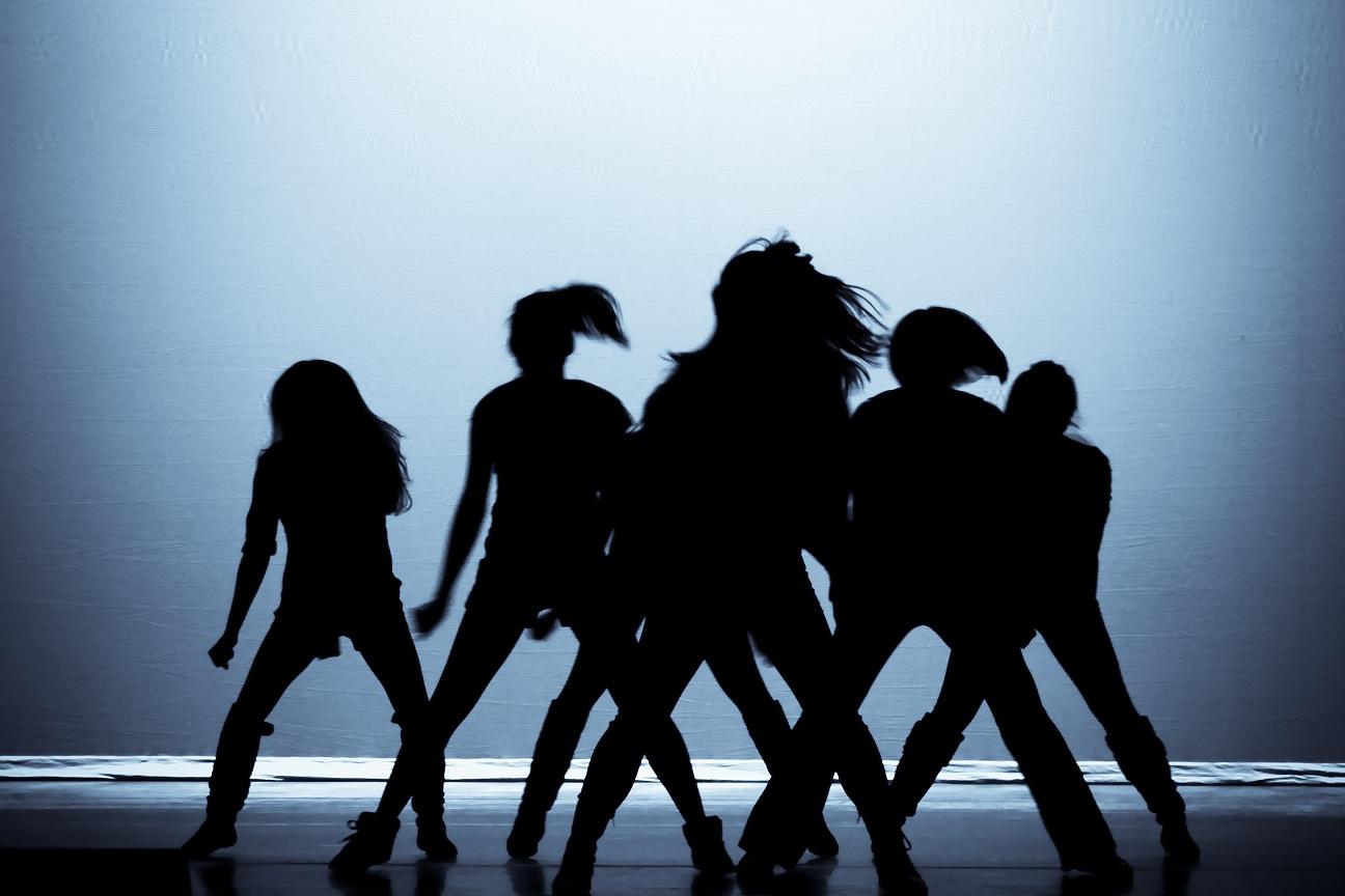 Silhouette Dance Me